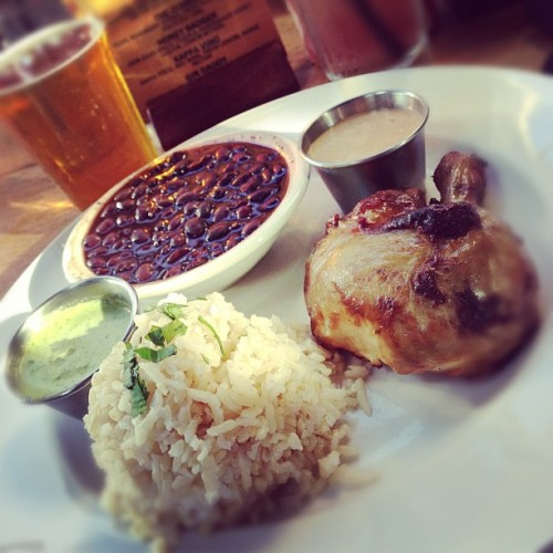 1/4 rotisserie chicken, black beans, brown rice and sculpin ipa  #lunch #foodporn #foodtography  (at Rimel's Bar & Grill - Del Mar Heights)