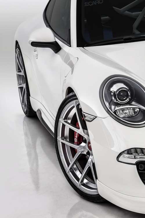 crash—test:  Vorsteiner Porsche 991 V-GT Coupe (by GermanCarScene)