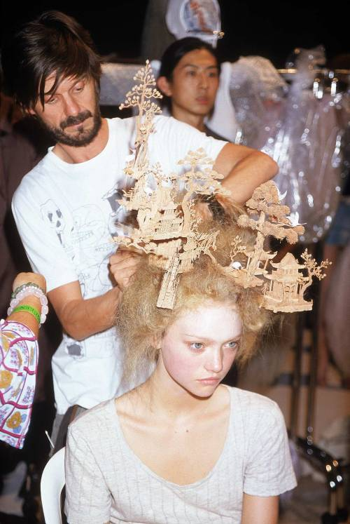 Gemma Ward with Guido Palau at the Alexander McQueen Spring/Summer 2005 Show (Backstage)