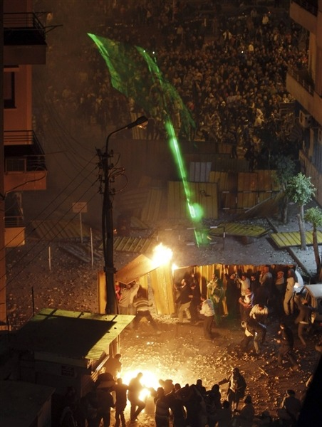 Opponents reject Morsi's calls for dialogue after deadly Cairo clashes (Photo: Amr Abdallah Dalsh / Reuters) President Mohamed Morsi on Thursday invited political groups and legal figures to meet for a national dialogue on solutions to Egypt's political crisis after clashes between his supporters and his foes left seven dead and hundreds wounded. Read the complete story.