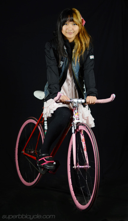 la-peque:    We built this custom Pake (Princess Bike) for Naomi over the summer and she has been thrashing on it pretty hard already! If this isn't the perfect bike for Naomi I don't know what is, I mean come on right?   i went in to get jason to take my photo yesterday and look at this amazing perfect description they put on it!