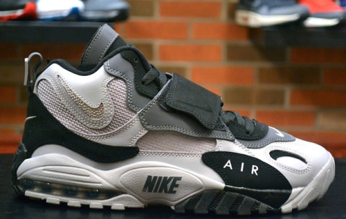 News: Nike Air Max Speed Turf - Oakland RaidersAlong with the launch of the Air Max Pillarthis month we will also have the release of Max Air…View Postshared via WordPress.com