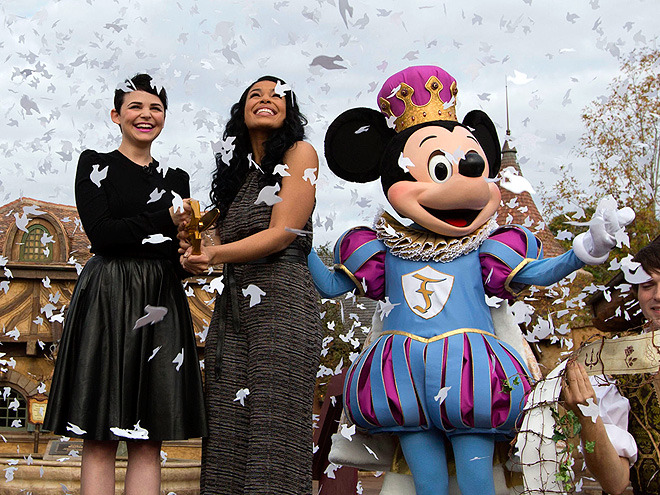 lovedisneylife:  m7storyteller:  Ginnifer Goodwin, Jordin Sparks and Mickey Mouse  At the reopening of Fantasyland @ Walt Disney World.  Does anyone else realize the confetti is shaped like doves? This is just perfect