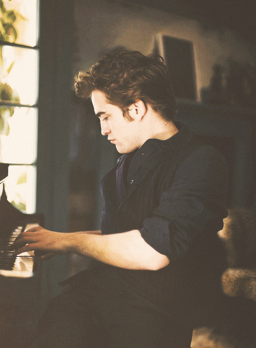 ❞ I have been playing the piano for my entire life. — Robert Pattinson