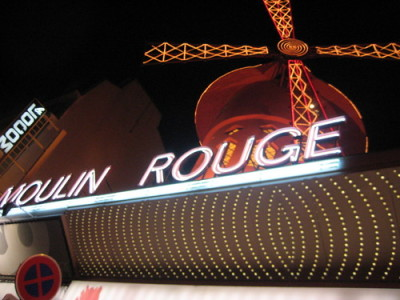 For my last night in Paris I wanted to go to the legendary Moulin Rouge. The three of us went for a 9pm show.