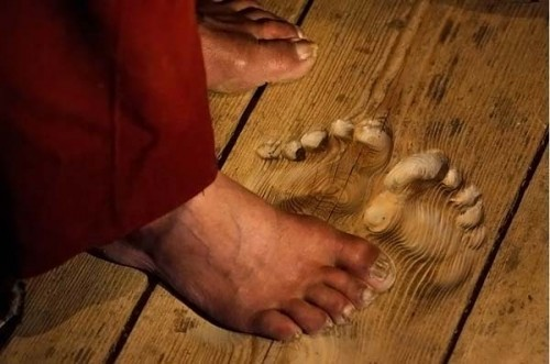 Monk leaves imprint after praying in the same spot for a long time. > Off Beat Earth