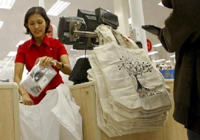 Target calls it a wrap on plastic bags The retail giant Target has confirmed it will ban plastic bags in its 283 Australian stores next month. It will be the first large retailer to break ranks and ban bags on environmental grounds. Instead of issuing plastic bags to shoppers at checkouts, from June 1 Target will require shoppers to either bring their own bags or buy reusable bags for $1 each or compostable corn starch bags for 10 cents each. Target says the ban will stop 100 million plastic bags from going into landfill and polluting the environment each year - or just under 3 per cent of the 4 billion bags that pass through Australian checkouts each year.        via robotsalsa: mhking: thephlipside: peetypassion