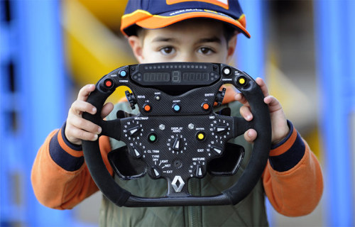 Renault Formula One steering wheel    (via Big Picture Notes - Boston.com)