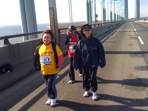Achilles Japan participant Miyoko Tanaka and our great team. On the Verrazano Bridge and less than 26 miles to go.