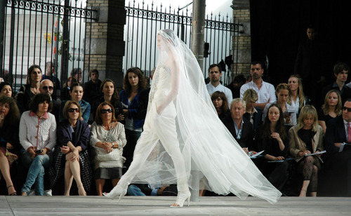 My favorite piece from the Givenchy Haute Couture F/W 2009 collection. Isn't it something? I would wear this on my wedding provided it is a Givenchy original (oh, a girl can dream)! It's definitely something different and you'd be one smokin' bride.