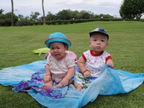 How cute is this photo of two of the most beautiful babies ever? Izzy and Gavin at Shang, Cebu. This is my current wallpaper. I love these precious angels so much. Photo from Dicky Uy.