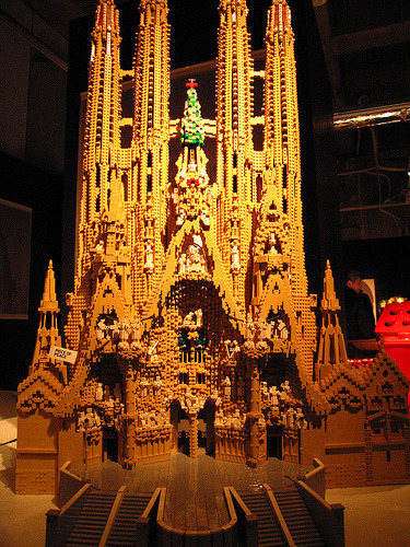 Sagrada Familia in LEGOs from World Heritage Exhibit Built With LEGO via storiedilego