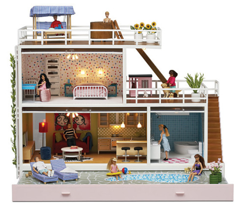 ooohh!  I wish I had a good excuse to have a dollhouse.   These are too cool!
